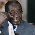Haa, waan dhintay,' Madaxweyne Mugabe oo ku kaftamay markii uu ku noqday Zimbabwe