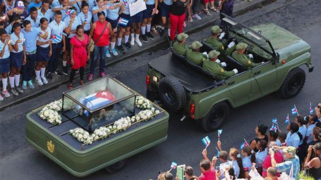 Meydka Fidel Castro oo gaari lagu wado bartamaha magaalada Santiago oo lagu aasay . [Sawirka: AFP]