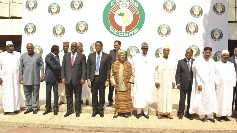 Hoggaamiyaasha urur goboleedka galbeedka Afrika ee ECOWAS oo u sheegay madaxweynaha dalka Gambia Yahya Jammeh in uu xilka ka dego. [Sawirka: AP]