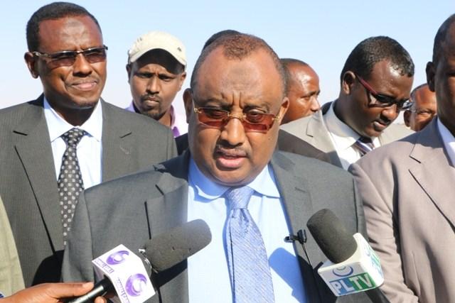 Puntland President, Abdiweli Mohamed Ali speaking to the Media at the Airport. [Photo Credit: Presidency Media Office].