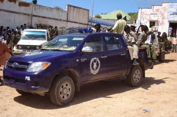 Ciidamada booliiska gobolka Banaadir oo Muqdisho ku xiray niman looga shaki qabo Al-Shabaab. [Sawirka: Archive]