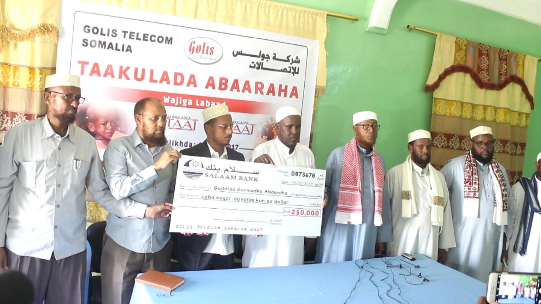 Shirkada isgaarsiinta Golis oo dhaqaale dhan $250,000 ugu deeqday gurmadka abaaraha Puntland. [Xuquuqda Sawirka: Puntland Post]