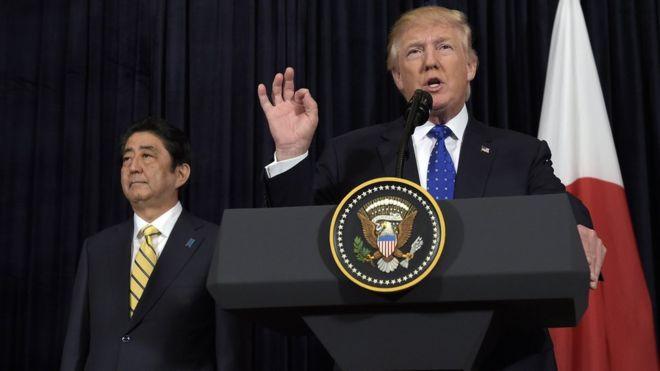 Donald Trump oo sheegay in Mareykanku uu 100% dhinac taaganyahay Japan. [Sawirka: AP]