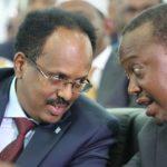 Madaxweyne Farmaajo iyo dhiggiisa Kenya oo isku afgartay in la hakiyo dhismaha derbiga xadka labada dal