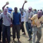 Al-Shabaab oo haweenay dhagax ku dishay ay ku eedeeyeen in ay niman badan guursatay