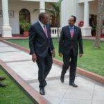 Madaxweynaha Soomaaliya oo wadahadal la yeeshay dhiggiisa Kenya