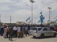 Banaanbax looga soo horjeedo joogitaanka maamulka Somaliland ee gobolka Sool oo ka dhacay Garoowe. [Sawirka: Puntland Mirror]