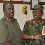 Taliyaha ciidamada Soomaaliya oo dhiggiisa Uganda kula kulmay Kampala